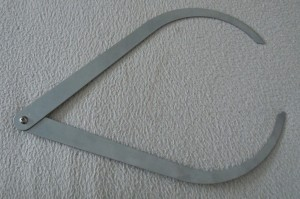 Compas d'épaisseur en aluminium.